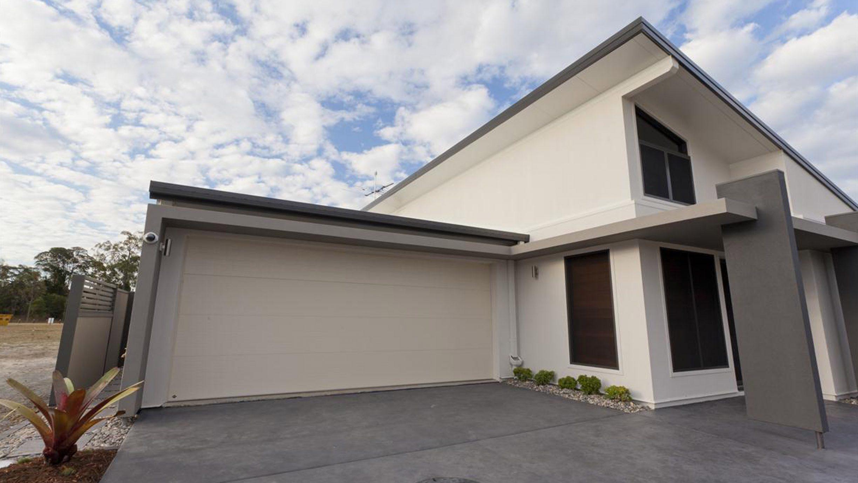 Tri tech contemporary plain northwest door for Therma door garage insulation