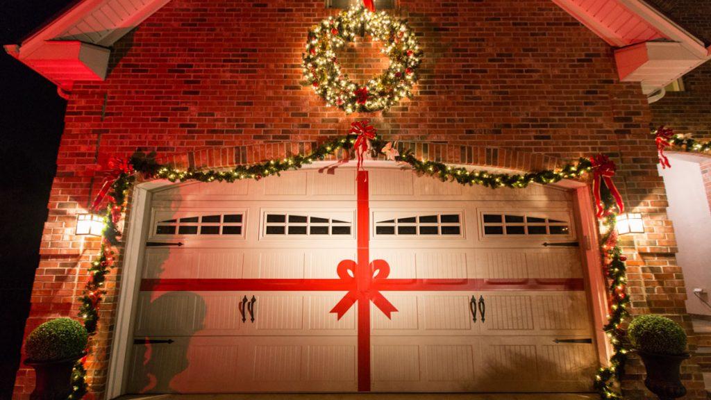 Fun Holiday Garage Door Decoration Ideas